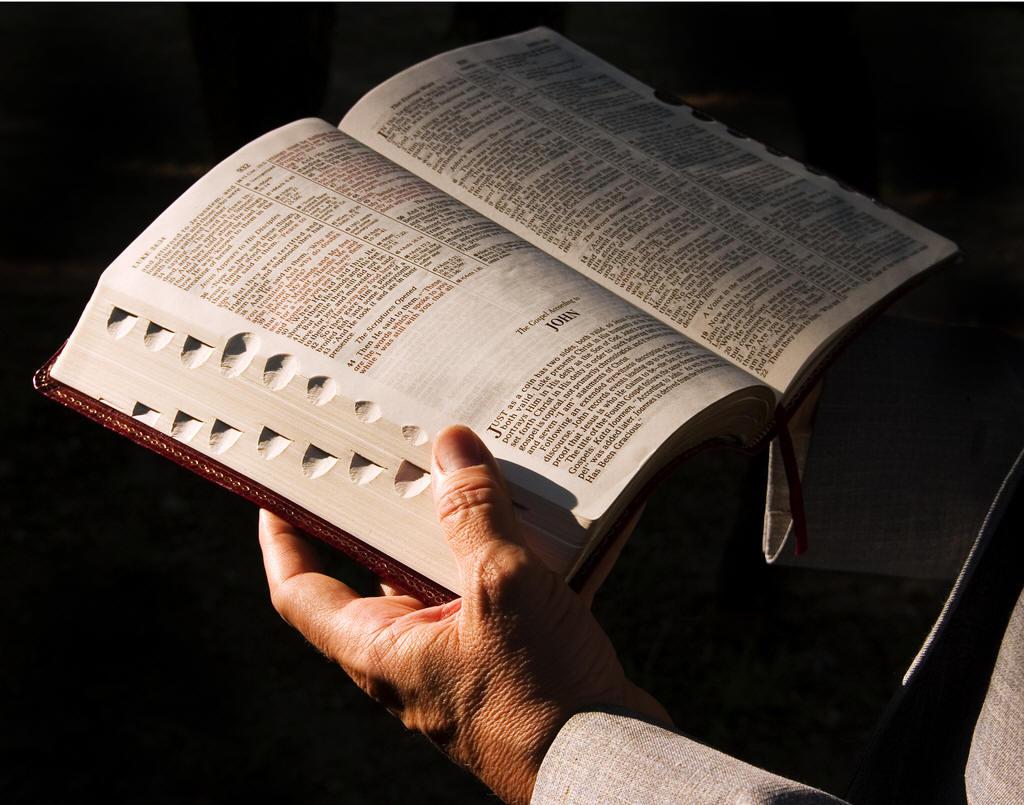 Porque creio na autenticidade e inspiração das Sagradas Escrituras